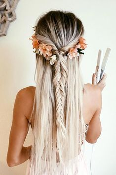 Beautiful Half Up Hairstyle With Floral Accessory ★ Bohemian hairstyles are nothing but the embodiment of wildness and femininity! Want your hair to look effortless and cute? Dive into our gallery to keep up with boho trends: everything from short curly updo ideas to easy long braid styles is here! #bohemianhairstyles #bohemianhair #summerhairstyles #festivalhairstyles #boho #bohostyle