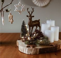 Advent Wreath, Christmas Centerpieces, Snow Globes, Christmas Crafts, Sweet Home, Candle Holders, Wreaths, Candles, Table Decorations