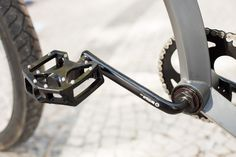 Aluminum pedal and bottom bracket detail on Firebikes Fluid custom bike by Gatz Cascais. Bottom Bracket, Custom Bikes, Detail, Bracelets, Leather, Jewelry, Charm Bracelets, Jewellery Making, Jewlery