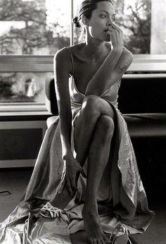 Angelina Jolie by Mario Testino - Long Hair | Makeup | Hair Extensions | Hair Color | Lingerie | Swimsuit | Bikini | Glamour | Sexy | Models | Beautiful | Women | Girls | Ciao Bella | Venus