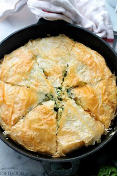 Chicken Florentine Phyllo Pie - A creamy, cheesy and delicious mixture of chicken and spinach nestled between crispy and flaky phyllo sheets. Phyllo Dough Recipes, Quiche Recipes, Pastry Recipes, Pie Recipes, Cooking Recipes, Chicken Recipes, Recipe Chicken, Dinner Recipes, Recipe Sites