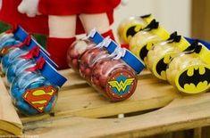 10 ideias decoração festa aniversario meninos liga justiça vingadores 6 Superman Birthday Party, Batman Party, 6th Birthday Parties, Wonder Woman Birthday, Wonder Woman Party, Baby Superhero, Bernardo, Yellow Things, Lego Marvel