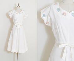 Hey, diesen tollen Etsy-Artikel fand ich bei https://www.etsy.com/de/listing/508802279/vintage-40s-dress-1940s-smiling-flower