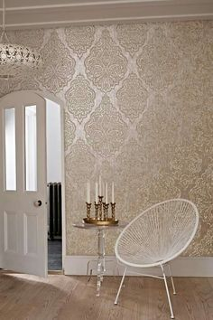 Wallpaper Trends 19 Stunning Examples of Metallic Wallpaper - Tapeten Ideen Best Living Room Wallpaper, Hallway Wallpaper, Accent Wallpaper, Gold Wallpaper Dining Room, Living Room Wallpaper Texture, Wallpaper For Home, Damask Wallpaper Living Room, Moroccan Wallpaper, Toile Wallpaper