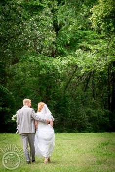 Weeping willow couple #bride #groom #Arkansaswedding #NWA #photographer www.billibilli.com Weeping Willow, Southern Weddings, Arkansas, Bride Groom, Summer Wedding, Couple Photos, Couples, Photography, Fotografie