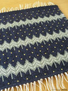 I need this as a monk's cloth blanket, please. Loom Weaving, Tapestry Weaving, Hand Weaving, Weaving Patterns, Knit Patterns, Woven Rug, Woven Fabric, Weavers Art, Yarn Braids