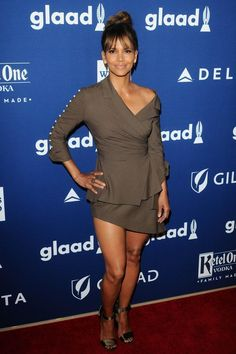 Share, rate and discuss pictures of Halle Berry's feet on wikiFeet - the most comprehensive celebrity feet database to ever have existed. Estilo Halle Berry, Halle Berry Style, Halle Berry Feet, Pictures Of Halle Berry, Halley Berry, Celebridades Fashion, Beyonce, Brown Eyed Girls, Beautiful Black Women