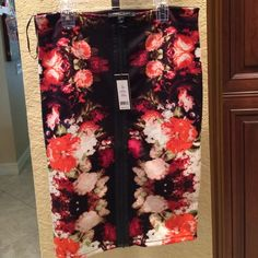 Gorgeous soft stretchy sexy skirt. Vibrant colors. Beautiful floral print skirt with zipper in the front. Elastic waist. Love the colors. Perfect for work, special occasion. Never worn. Smoke and pet free home. ❤️ Romeo & Juliet Couture Skirts