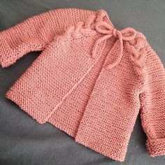 Strikke på oppdrag til ei lita jente💕 #softisjakke #paelasstrikk #strikkedilla #strikkeglede #strikkemamma Knitting For Kids, Baby Knitting, Sweater Jacket, Knits, Knit Crochet, Kids Fashion, Photo And Video, Coat, Sweaters