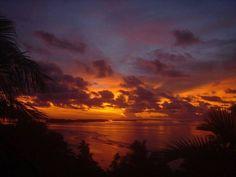 Trópusi napfelkelte a Salamon-szigeteken.