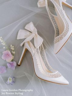 These are the biggest wedding shoe trends for 2020 brides brought to you by Bella Belle Photography: Laura Gordon Wedding Shoes Bride, Wedding Flats, Bride Shoes, Shoes For Brides, White Wedding Heels, Women's Pumps, Shoes Heels, Dress Shoes, Evening Flats