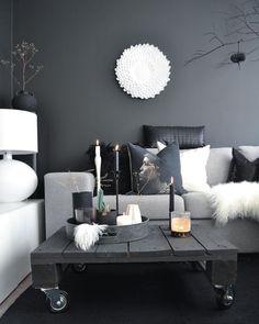 Гостиная в  цветах:   Белый, Светло-серый, Серый, Синий, Черный.  Гостиная в  стиле:   Скандинавский.