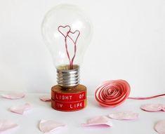 Cette année, vous avez envie de fabriquer vous-même un cadeau pour votre partenaire ! Entre unpetit livre en forme de cœur, une tasse personnalisable à la craieou une sélection de 15 cadeaux à faire vous-même, vous ne savez plus où donner de la tête. Le recyclage fait partie de votre vie de tous les jours …