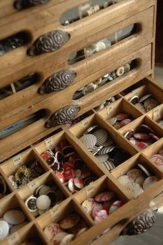 Oh, isn't this antique button box sooooo beautiful?
