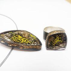stein aus den Tiroler Bergen mit Flechte zu Anhänger und Ring verarbeitet. Gold, Silber, Stein Gold Silber, Bergen, Art, Handmade, Stones, Necklaces, Ring, Art Background, Kunst