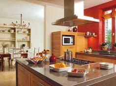 Cuisine esthétique et fonctionnelle / Beautiful and pratical kitchen : http://www.maison-deco.com/cuisine/deco-cuisine/Cuisines-familiales-partage-et-convivialite