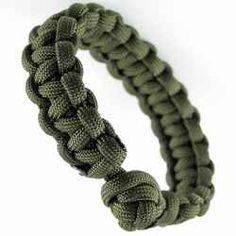 This is the best, and simplest tutorial I know of. Learn how to make a paracord bracelet in simple steps with this easy picture tutorial. You'll be making your first bracelet in minutes. #ParacordBraceletHQ