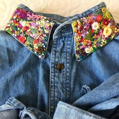 Embroidery - Finished up my thrifted shirt! Loving how springy this collar looks! Embroidered Denim Shirt, Embroidered Clothes, Embroidery On Clothes, Shirt Embroidery, Denim Jacket Embroidery, Look Fashion, Diy Fashion, Denim Art, Diy Vetement