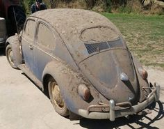 VW Bug i want this! I would fix you up and love you forever. Vw Volkswagen, Vw T1, Volkswagen Transporter, Old Bug, Kdf Wagen, Vw Classic, Vw Vintage, Rusty Cars, Vw Cars