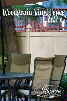 Authentic PVC Vinyl Wood Grain Eastern White Cedar Fence From Illusions Vinyl Fence is An Amazing New Home Decor Idea for your back yard. Brick Fence, Concrete Fence, Pallet Fence, Front Yard Fence, Pool Fence, Backyard Fences, Fenced In Yard, Cedar Fence, Garden Fences