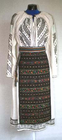 Popular Folk Embroidery Women's costume from county of Mehedinţi Romania Folk Costume Folk Embroidery, Learn Embroidery, Embroidery Patterns, Folk Costume, Ottoman, Vintage Wool, Traditional Dresses, Costumes For Women, 1 Decembrie