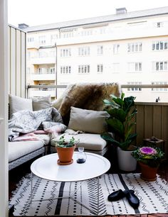 The Great Outdoors Small Space Style: 10 Beautiful Tiny Balconies - Balkon Garten - Balcony Furniture Design Small Balcony Design, Tiny Balcony, Small Balcony Decor, Small Outdoor Spaces, Outdoor Balcony, Small Spaces, Balcony Ideas, Balcony Door, Balcony Planters