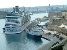 Valetta, Malta – Yes, I took this photo while on a cruise (Navigator) vacation on RCL in Oct. 08.  I <3 Malta!