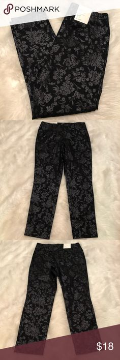 "A New Day stretch metallic high rise ankle pants Stretch metallic floral print ankle pants from A New Day. Side zip and super stretchy. Measures 15"" across waist, 26"" inseam, and 10"" rise. New with tags! a new day Pants"