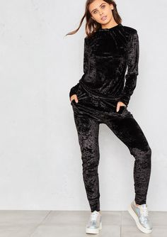 Chill out man. Give off IDAG attitude with our Viviana Black Crushed Velvet Lounge Tracksuit, look sleek AF even when your're chilling in this 2 piece black crushed velvet lounge suit featuring a long sleeved sweat shirt and matching skinny fit jogger bot Skirt Outfits, Casual Outfits, Cute Outfits, Fashion Outfits, Velvet Tracksuit, Pantalon Long, Cosy Outfit, Velvet Fashion, Pants For Women