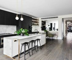 Ex Blockheads Alisa & Lysandra's latest super luxe reno - The Interiors Addict Kitchen Interior, Kitchen Decor, Kitchen Ideas, Best Color, Open Plan Kitchen Living Room, Dark Kitchen Cabinets, Modern Kitchen Design, Designer, Interior Design