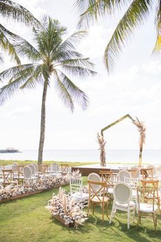 Elegant Architectural Thailand Beach Wedding – The Wedding Bliss – darinimages 24 Paired with fluffy pampas grass, this alternative twist to florals softens the edgy, architectural scene that will defy Boho beach weddings. #bridalmusings #bmloves #thaiwedding #florals #beachwedding Boho Beach Wedding, Beach Wedding Reception, Wedding Table, Wedding Ceremony, Destination Wedding, Wedding Venues, Beach Weddings, Wedding After Party, Wedding Show