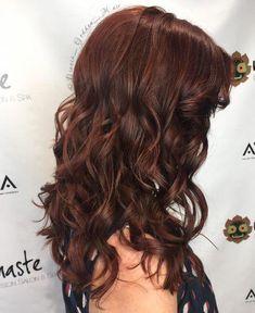Bold Reddish-Brown auburn hair styles 24 Hottest Dark Auburn Hair Color Ideas of 2019 Dark Auburn Hair Color, Auburn Red Hair, Bold Hair Color, Brown Hair Colors, Red Color, Auburn Brown, Reddish Hair, Non Blondes, Light Brown Hair