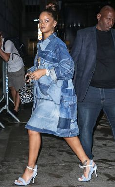 Rihanna is casual chic as she rocks patchwork denim dress in NYC Rihanna Street Style, Rihanna Mode, Rihanna Fenty, Casual Chic, Denim Mantel, Denim Fashion, Fashion Outfits, Style Fashion, Looks Jeans