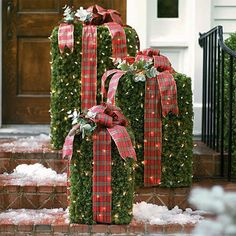 Share this on WhatsAppLooking for Christmas yard decoration ideas? Here's some beautiful collection of Christmas yard decor pictures… Far or near, when Christmas comes chiming [. Christmas Garden, Christmas Porch, Noel Christmas, Outdoor Christmas Decorations, Christmas Projects, All Things Christmas, Christmas Lights, Christmas Wreaths, Yard Decorations