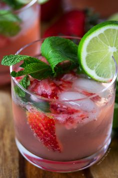 strawberry mojitos. perfect for a sunny weekend!