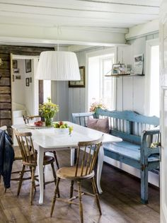 uploaded by cyndi Scandinavian Cottage, Swedish Cottage, Cottage Interiors, Rustic Interiors, Turquoise Cottage, Cottages And Bungalows, Home Fashion, Sweet Home, New Homes