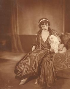 """""""Fritzi Massary (March 31, 1882 – January 30, 1969) and Best Friend.""""    from: blackcatbonehouse.tumblr.com"""