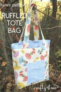 Ruffled Tote Bag Free Pattern on craftystaci.com #freesewingpattern #freebagpattern