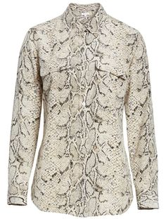 How a minimal wardrobe need not be boring - look better with less Stylish Outfits For Women Over 50, Clothes For Women, Over 60 Fashion, Women's Fashion, Minimal Wardrobe, Fall Capsule Wardrobe, Python Print, Fashion Capsule, Timeless Fashion