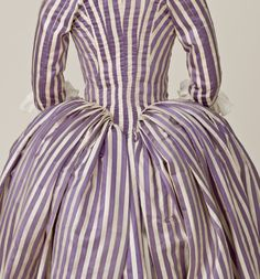 Detail back view, robe à l'Anglaise, France, 1785-1790. Silk twill and silk plain-weave stripes in cream and purple.