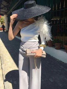 I absolutely love this less traditional look for a wedding Party Fashion, Love Fashion, Womens Fashion, Fashion Design, Outfits With Hats, Cool Outfits, Style Work, Look Formal, Wedding Guest Style