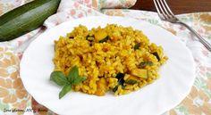 Risotto ai tre cereali con zucchine e curcuma ,un primo piatto gustoso e ricco di fibre e sapore. Provatelo ,conquisterà tutti!