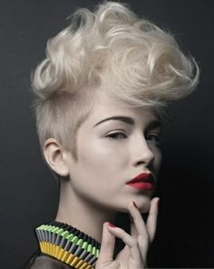 Voluminous short hair style