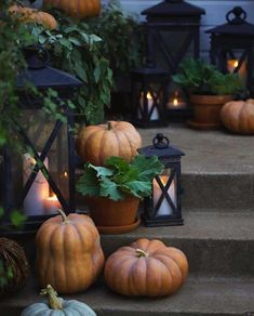 2 Simple changes for a new look on the front porch for autumn - Yesterday I shared a look at our front entry dressed for autumn with magnolia garland, pumpkins and lanterns. And today- it is al. Thanksgiving Decorations, Seasonal Decor, Holiday Decor, Autumn Decorations, House Decorations, Thanksgiving Table, Fall Home Decor, Autumn Home, Autumn Style