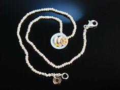 Bayerisches Weißwurst Frühstück! Trachten Kette Zucht Perlen bunter charmanter Anhänger Email Silber, Trachtenschmuck bei Die Halsbandaffaire