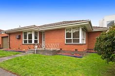 Hodges Real Estate: 1/122 Como Parade West Parkdale.  Pole position in prime location.  SOLD on 20/09/14 for $480,000.