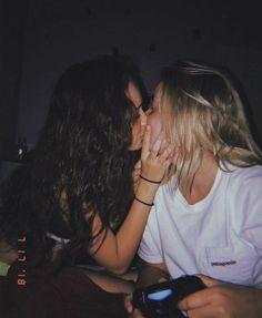 Heiß Blondine Lesbisch Kuss