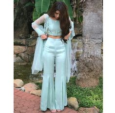Haute spot for Indian Outfits. Party Wear Indian Dresses, Designer Party Wear Dresses, Indian Gowns Dresses, Indian Fashion Dresses, Kurti Designs Party Wear, Dress Indian Style, Indian Wedding Outfits, Pakistani Outfits, Indian Fashion Trends