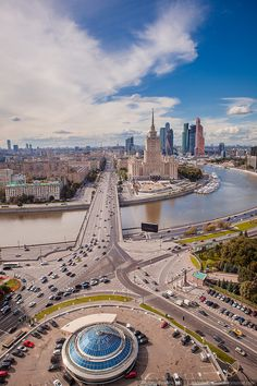 Kutuzovsky Avenue in Moscow. Currently housing 12 mln citizen ( 15 with bordering towns ), Moscow is really enermous in size and space.