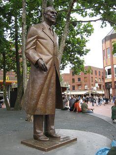 Standbeeld meneer Frits op de markt #Eindhoven.